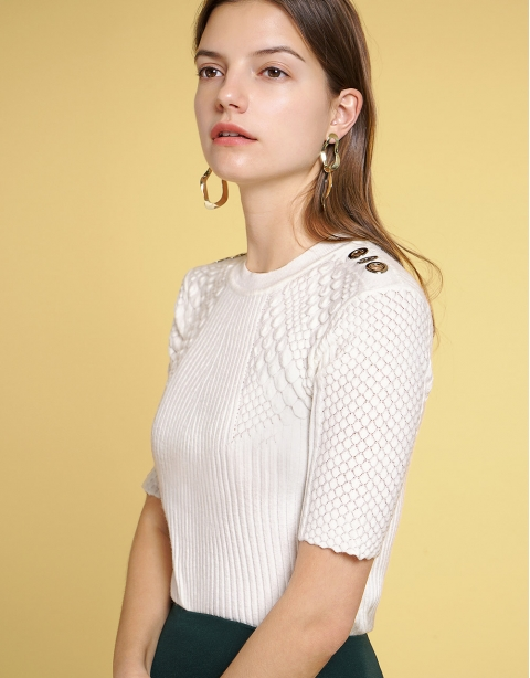 Sleeved Knit Top With Button Detailing
